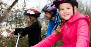 kinderen, helmen, transitiepartners